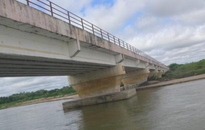 မဖာက်သင့်တဲ့လမ်း၊ မဆောက်သင့်တဲ့တံတား