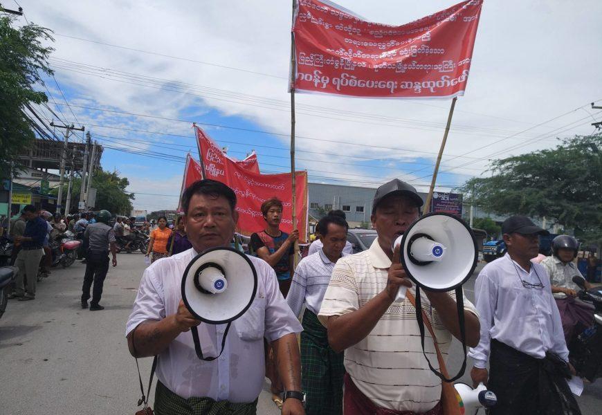 နိုင်ငံတော်အတိုင်ပင်ခံပုဂ္ဂိုလ်နှင့် နိုင်ငံတော်သမ္မတဟောင်း တို့ကိုဆဲဆိုခဲ့သူနှစ်ဦးအား ပြည်ကြီး တံခွန်မြို့နယ်တရားရုံးမှ  ပြစ်ဒဏ်ချမှတ်ခဲ့မှုအပေါ် မကျေနပ်သည့် တရားလို မိသားစုဝင်များက ဆန္ဒထုတ်ဖော်